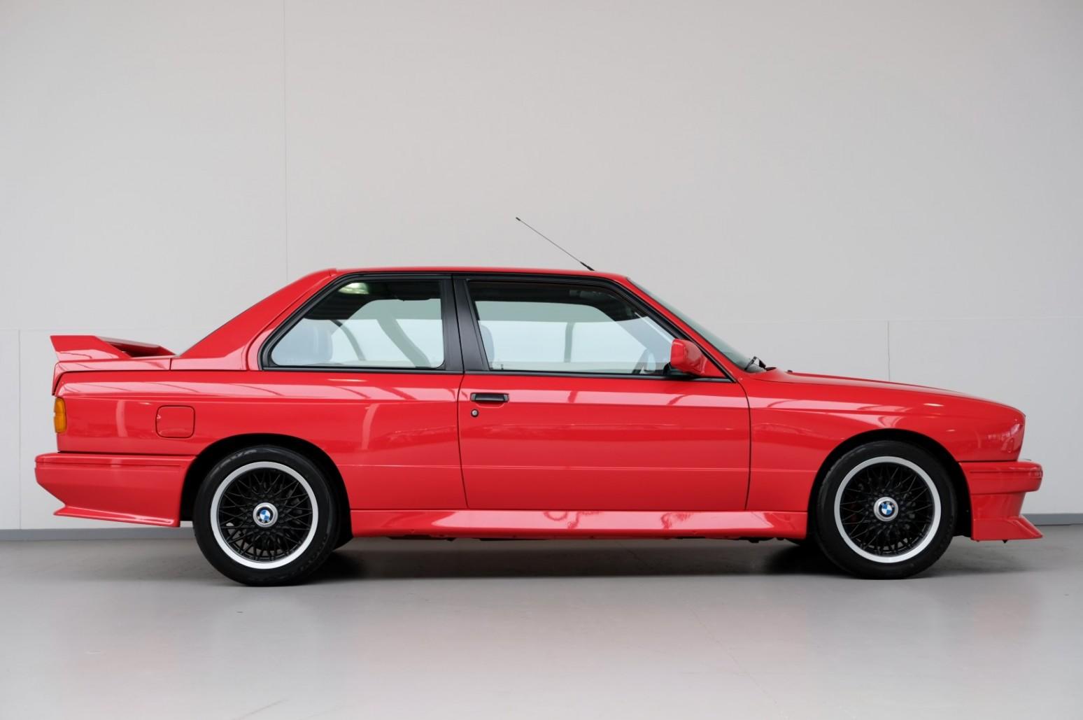 BMW M3 Johnny Cecotto E30 zijkant